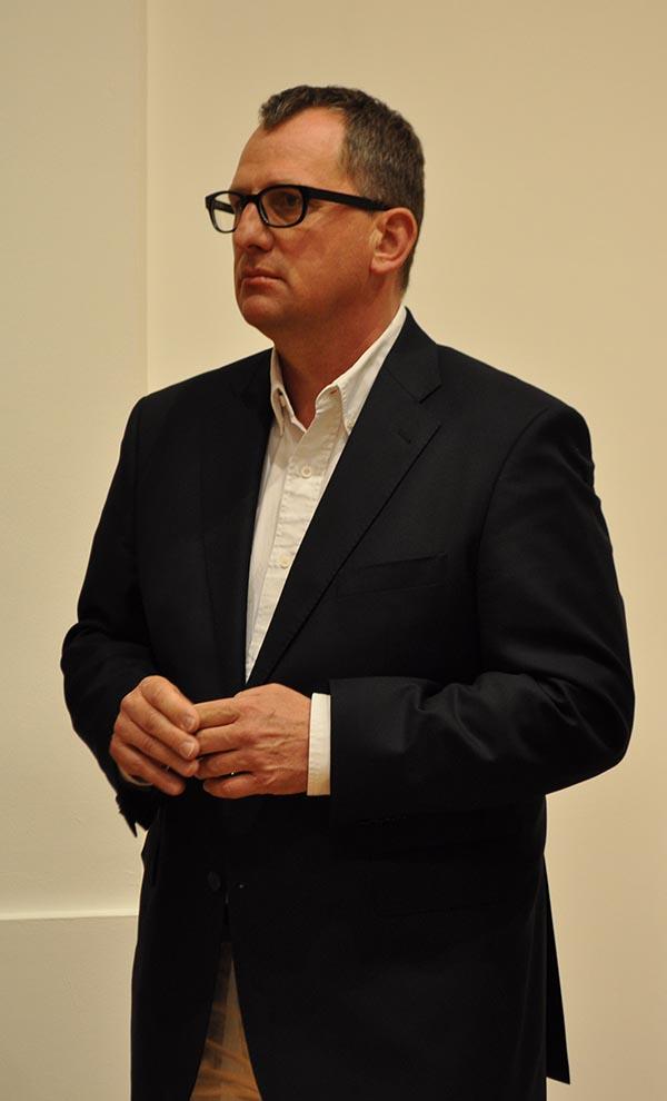 Маттиас Флюгге - один из кураторов выставки