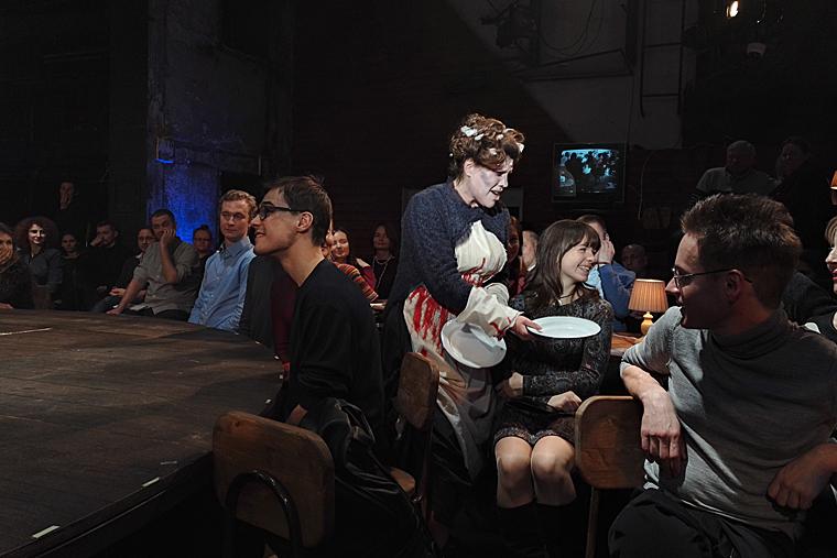 Сцена из мюзикла Стивена Сондхайма «Суини Тодд, маньяк-цирюльник с Флит-Стрит», Реж. А Франдетти