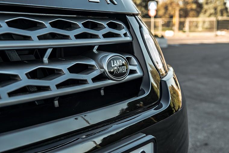 Range Rover узнаваем по фамильным чертам с любого ракурса