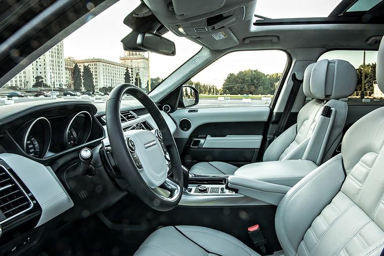 Роскошный интерьер не дает усомниться в классе автомобиля
