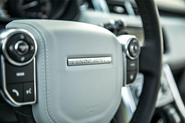 Большая ступица рулевого колеса – одна из «фишек» Range Rover