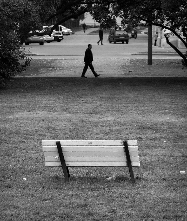 Скамейка на троих