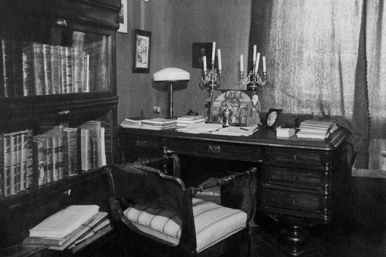 vystavka-bulgakov-dve-biografii-1-in
