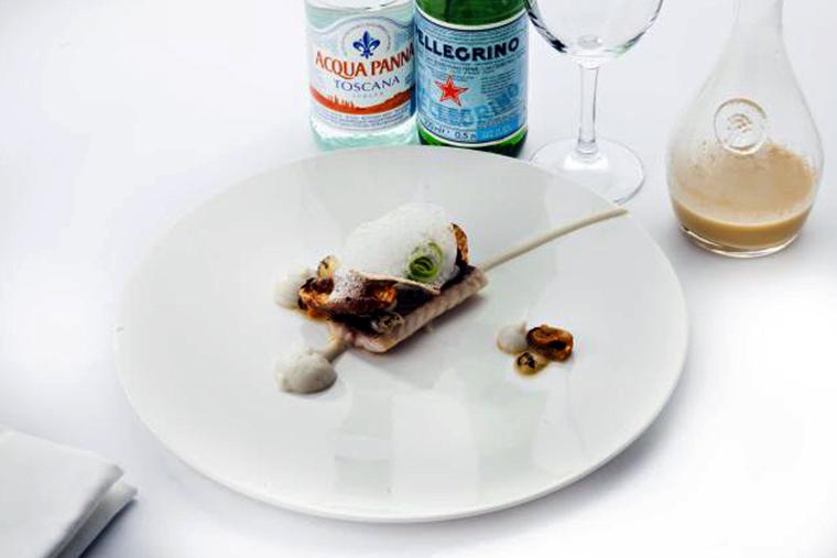 Осетр с мидиями, зеленым луком, топинамбуром и копченым бульоном Эльдар Мурадов, су-шеф ресторана «Мансарда»