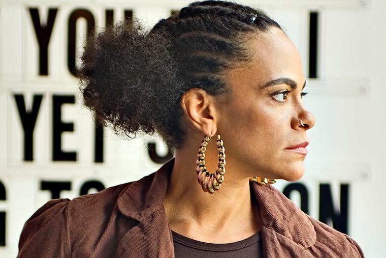 Урсула Рукер - американский поэт, мастер spoken word