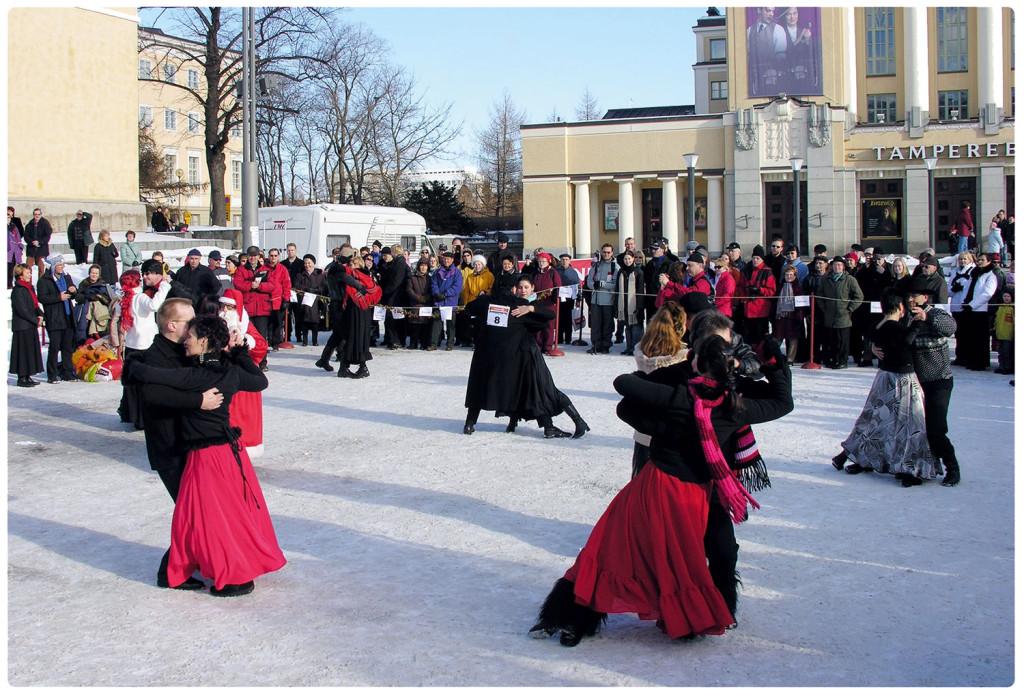 Полное страсти и огня танго на холодном снегу